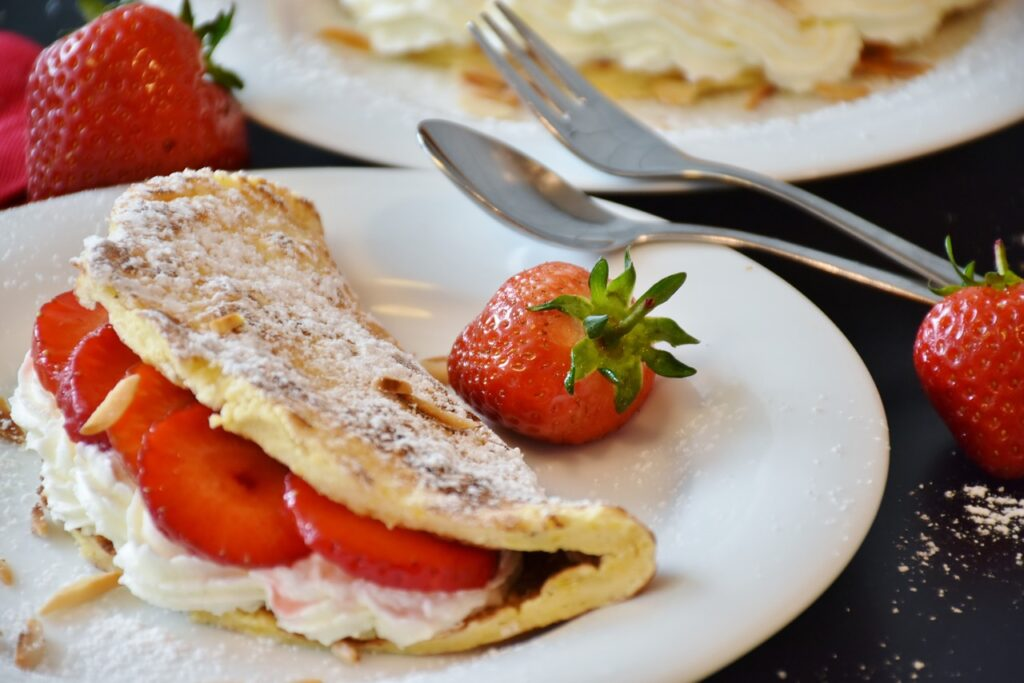strawberries, strawberry cake, omelette